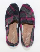 TOMS slip-on young shoes (5.5)