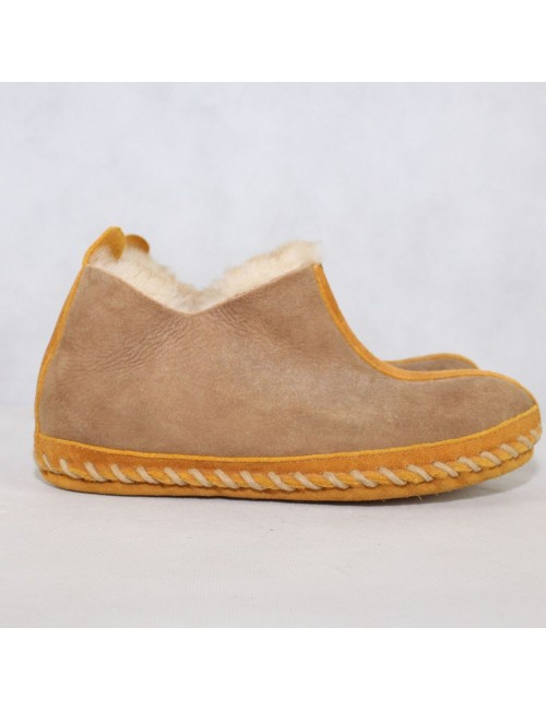 L.L. BEAN womens brown shearling warm slippers!