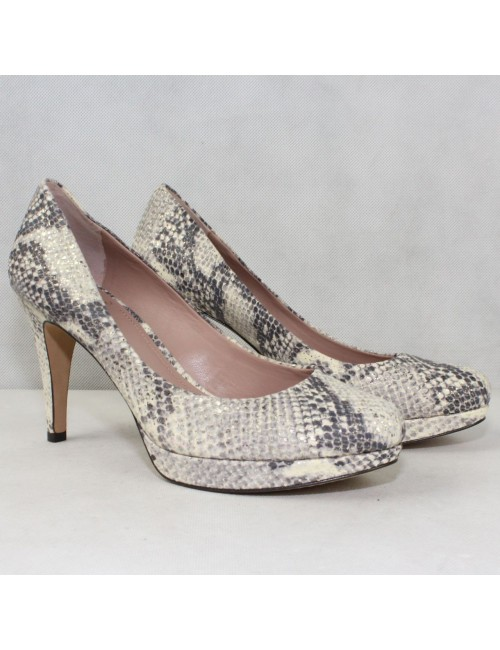 VINCE CAMUTO Zella leather pumps!