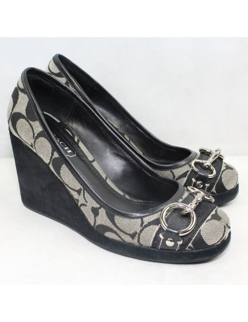 COACH Issy womens signature wedges!