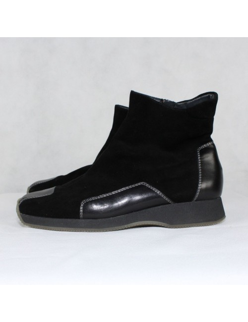PAUL GREEN Munchen black zip booties!