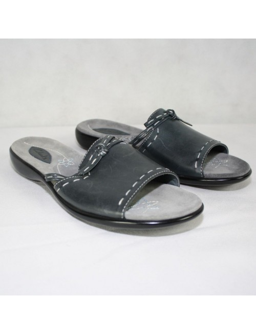 CLARKS slip on sandals new size 6M