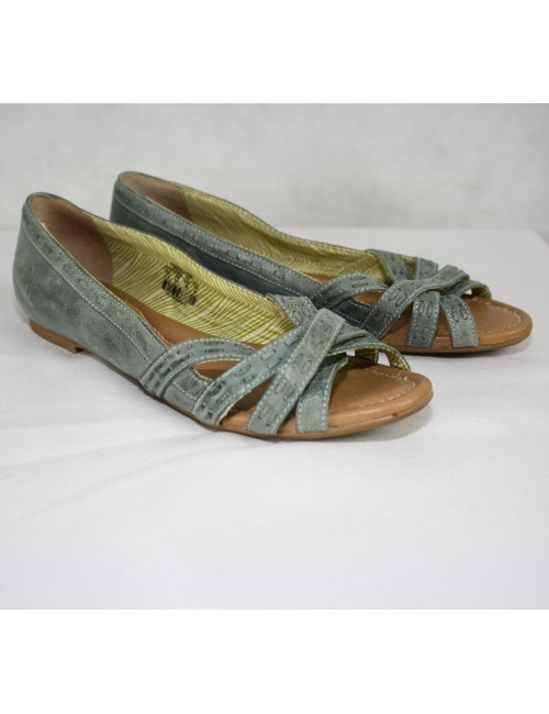 FOSSIL open toe flats size 8.5